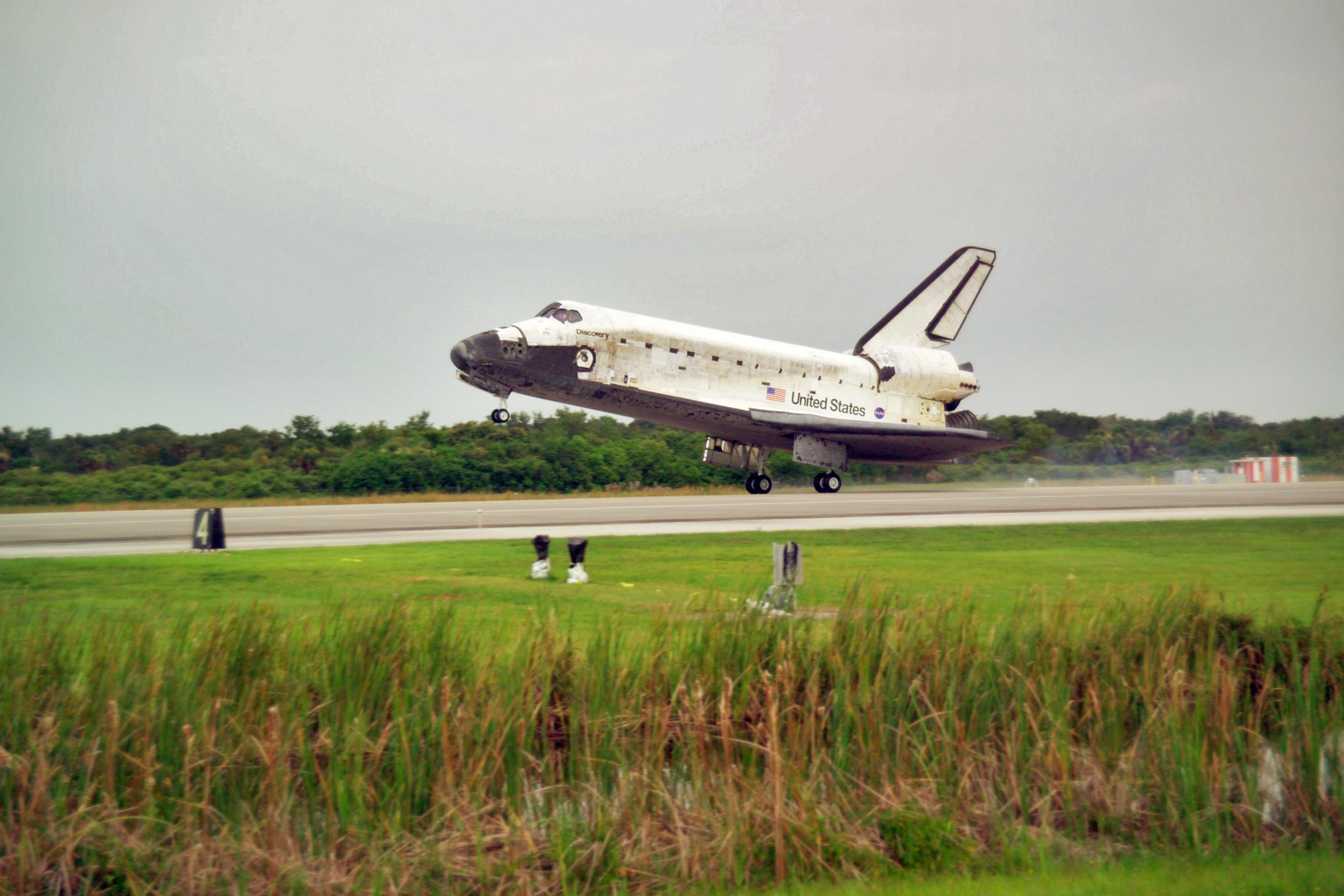space shuttle landing discovery - photo #19