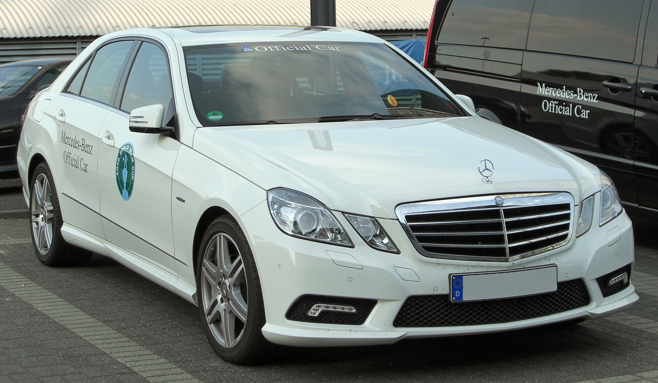 File:Mercedes E 250 CGI BlueEFFICIENCY Avantgarde AMG-Sportpaket ...