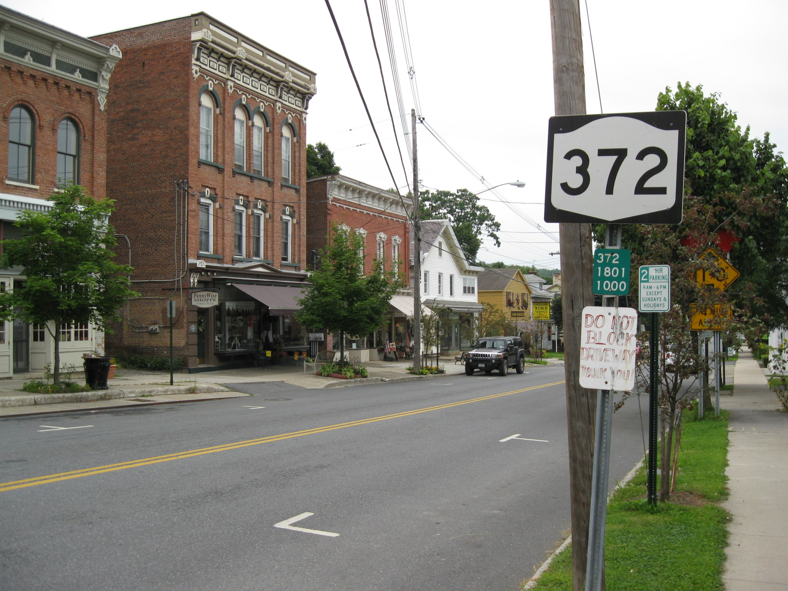 File:NY 372 heading eastbound in Greenwich.jpg