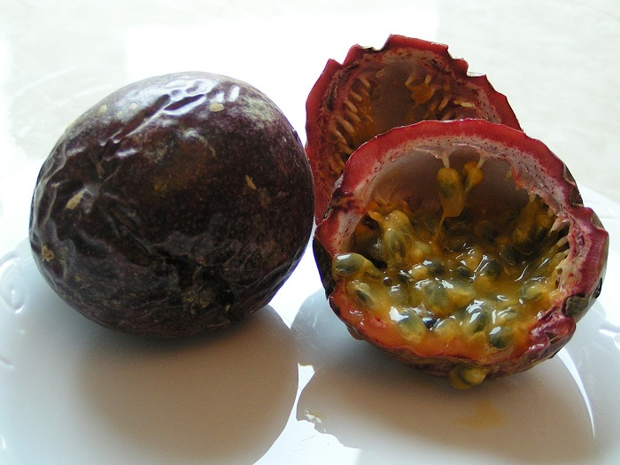 Passion fruit 700 Le nom des fruits en anglais   The names of the fruits in English