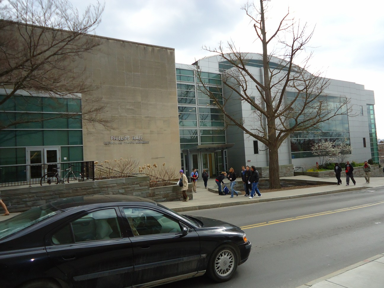 File:Phillips Hall and car and students at Cornell University.jpg ...
