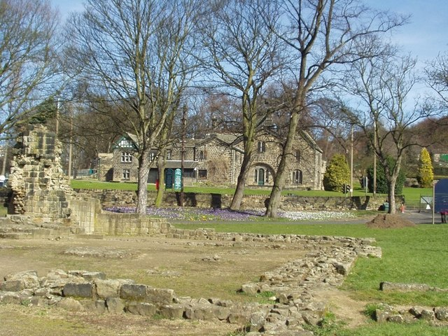 Remains of the Guesthouse, Kirkstall Abbey - geograph.org.uk - 140584