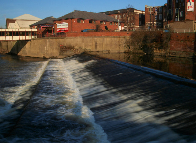Rotherham town centre weir on the River Don - geograph.org.uk - 684124