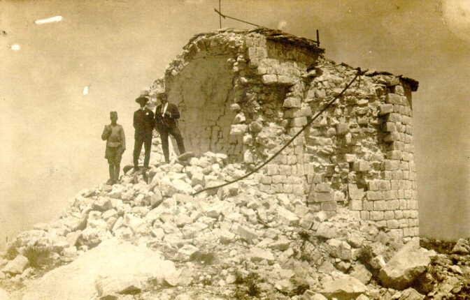 Ruševine Njegoševe kapele na Lovćenu 1924. g.jpg