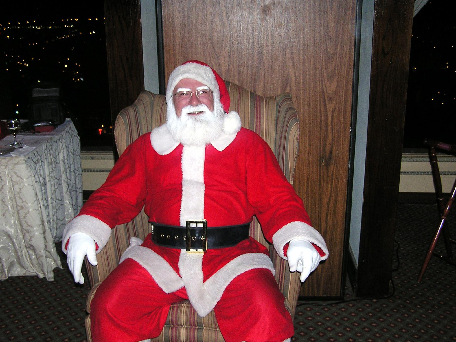 http://upload.wikimedia.org/wikipedia/commons/2/28/Santa_Claus-SL.jpg