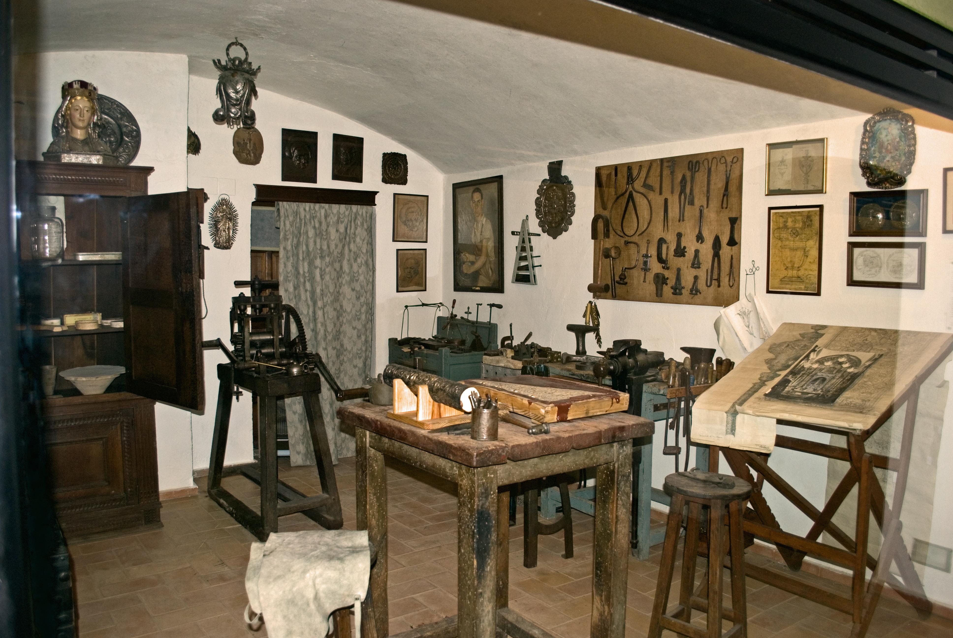File:Taller orfebrería Museo artes y costumbres populares Sevilla.jpg
