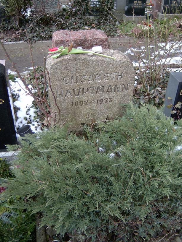 Grób Elisabeth Hauptmann na cmentarzu Dorotheenstädtischer Friedhof w Berlinie