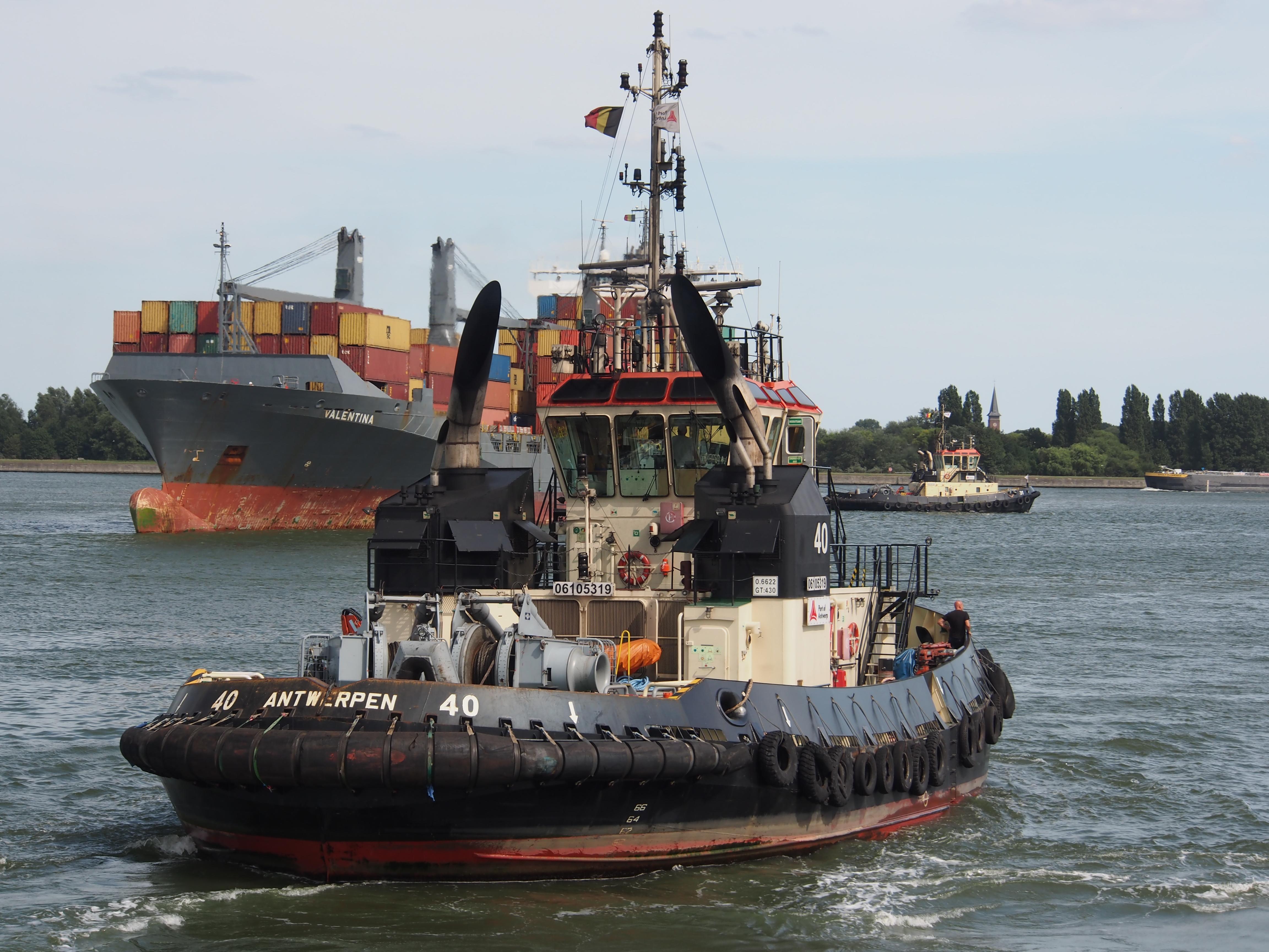 File:Tug 40 - IMO 9602095, Berendrechtsluis, pic3 JPG