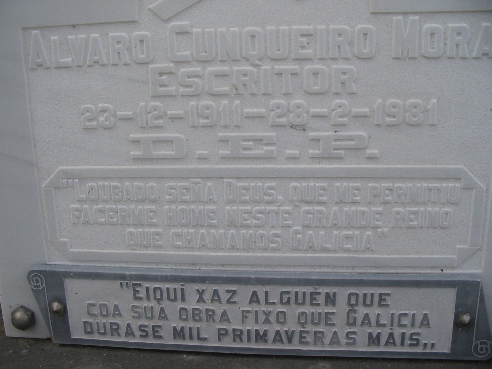 Inscripciones en la tumba en el cementerio antiguo de Mondoñedo.
