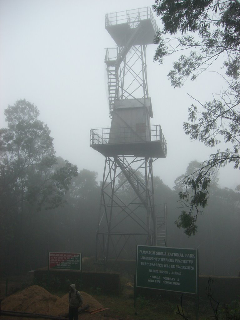 Vandaravu observation tower and sign at Pampadum Shola National Park