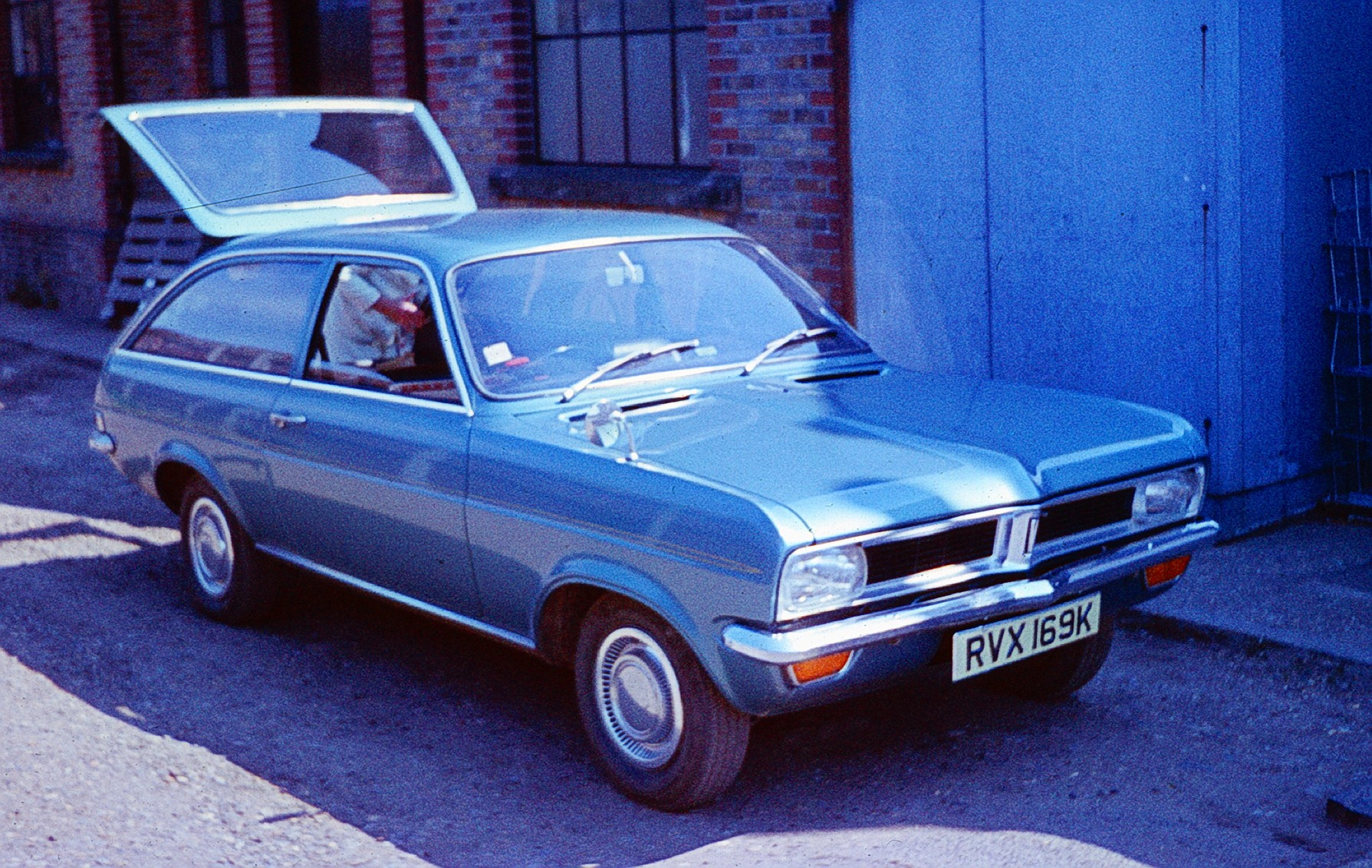 File Vauxhall Viva Hc Estate Jpg Wikimedia Commons