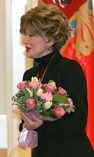 Людмиле Гурченко вручается орден «За заслуги перед Отечеством» III степени (cropped).jpeg