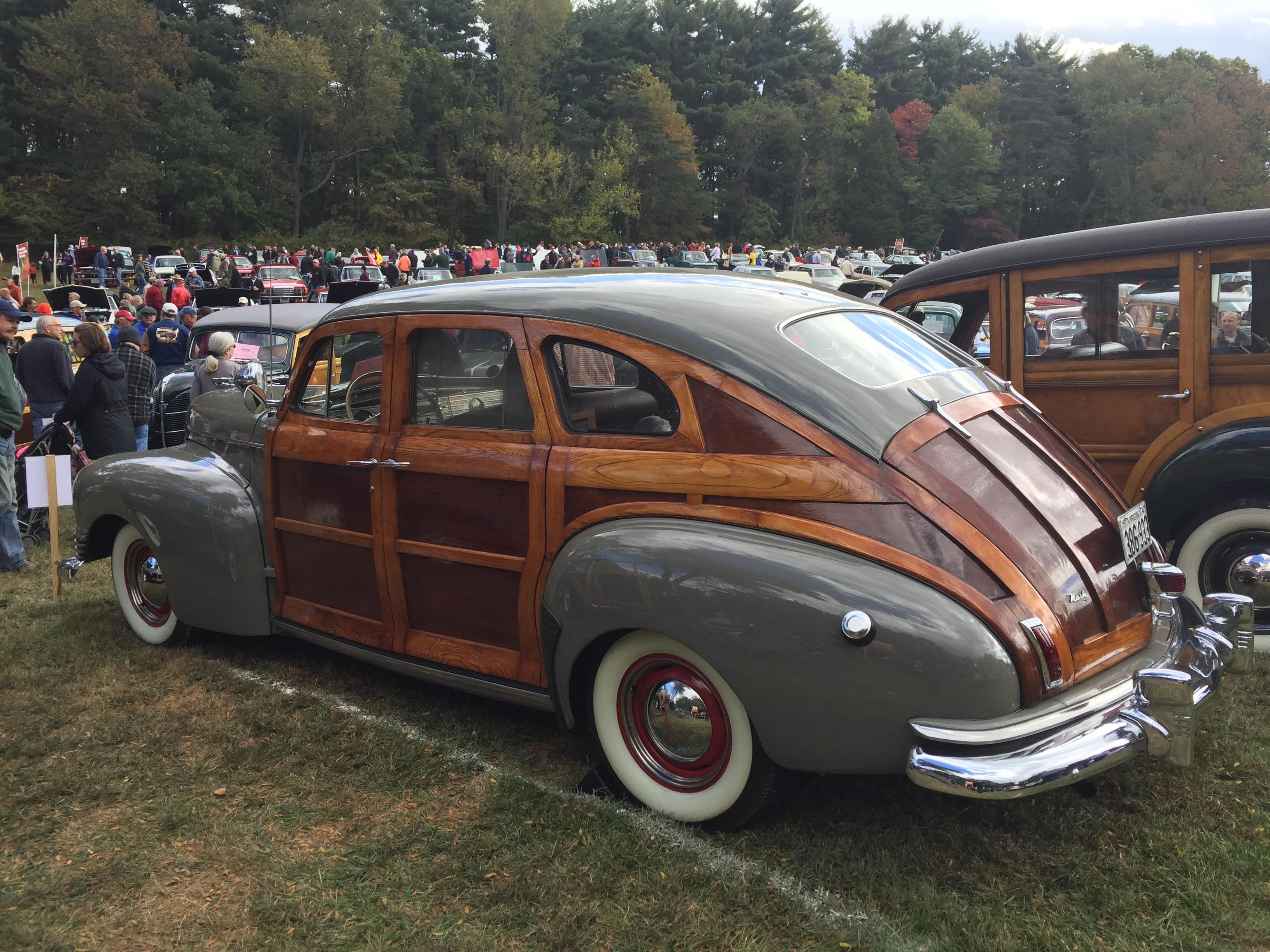 File:1946 Nash Ambassador Suburban woody fastback at 2015 Rockville