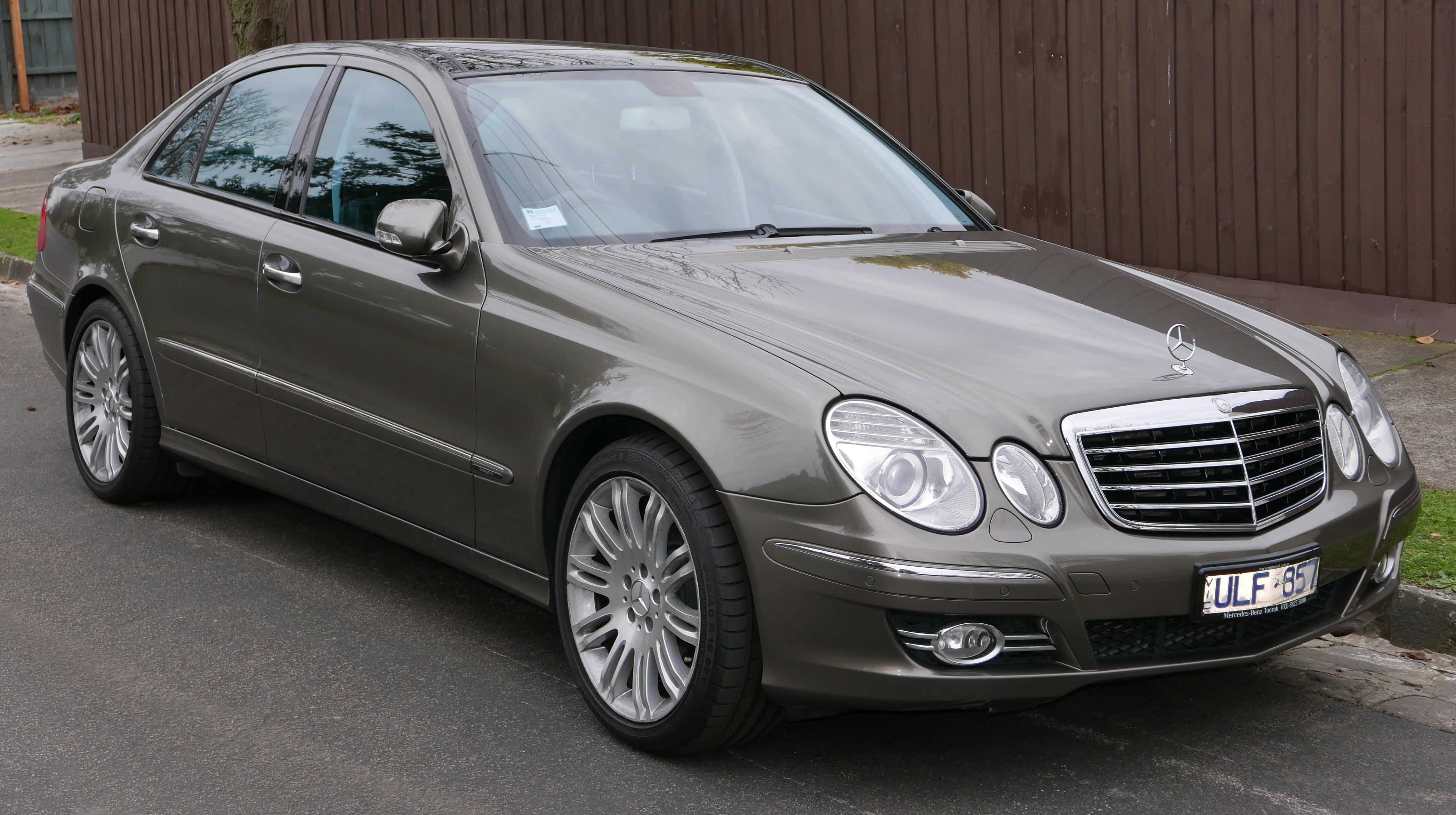 file 2006 mercedes benz e 500 w 211 my07 avantgarde sedan 2015 07 09 wikimedia commons. Black Bedroom Furniture Sets. Home Design Ideas