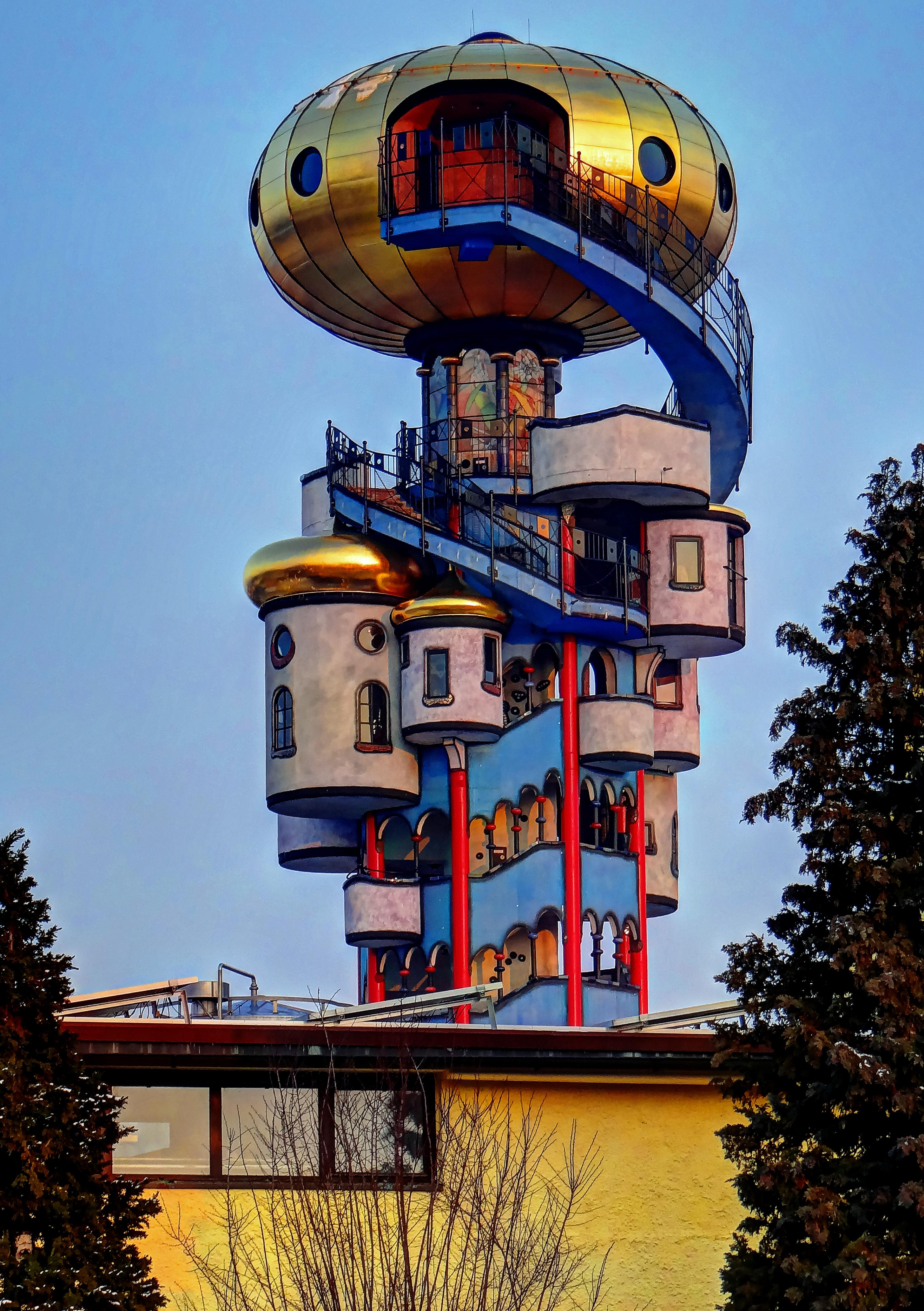 File abensberg kuchelbauer turm geplant und erdacht von for Hundertwasser architektur