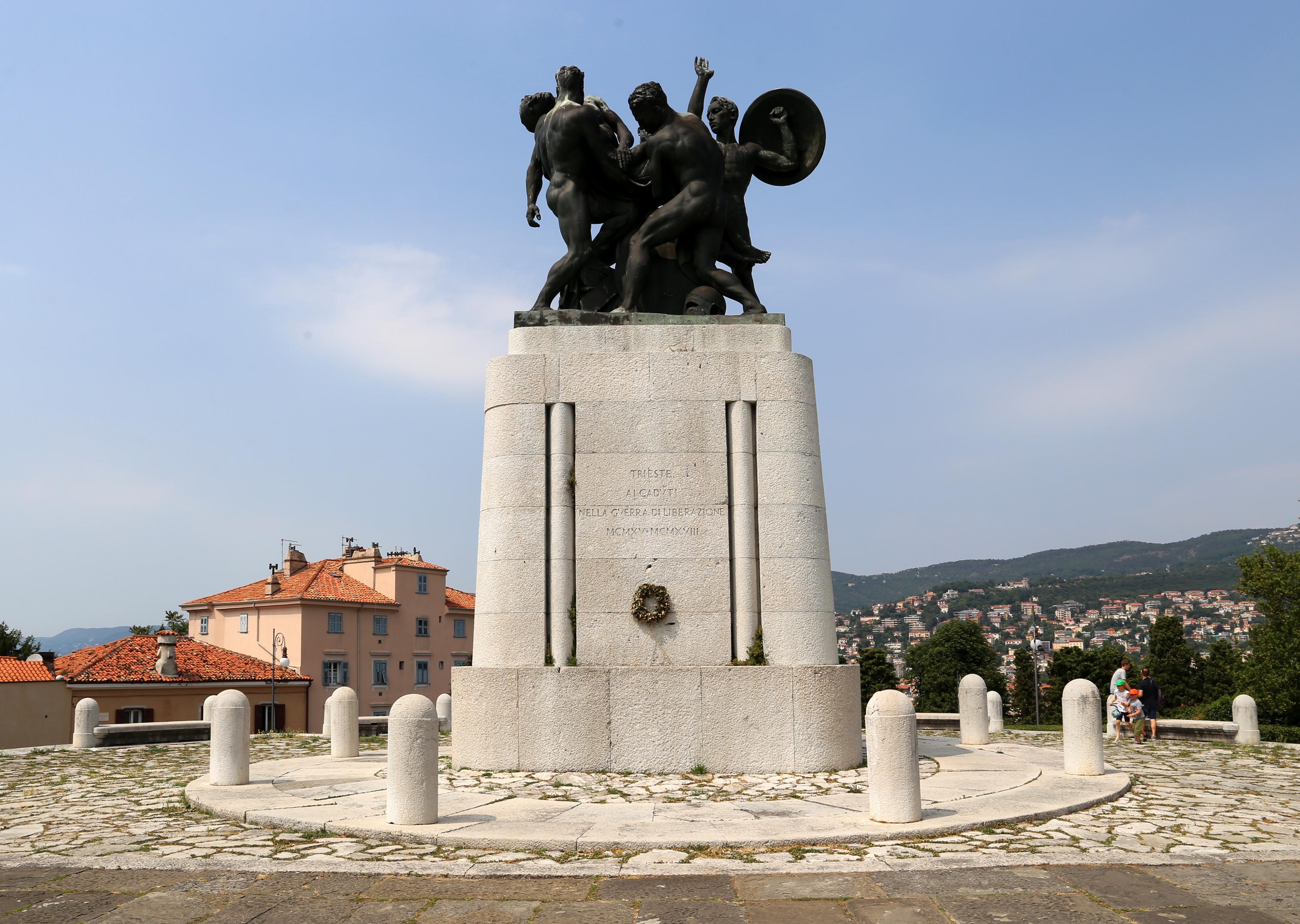 File:Attilio selva, monumento ai caduti di trieste, 06.jpg - Wikimedia Commons