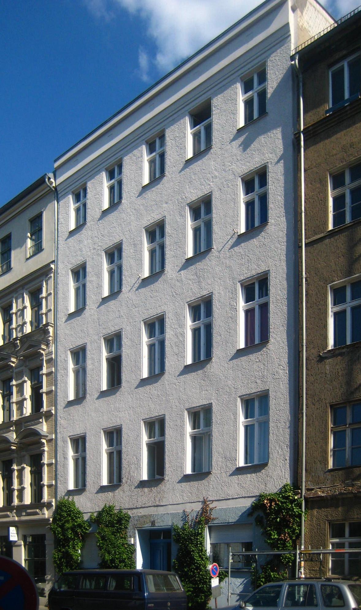 datei berlin mitte auguststrasse 18 mietshaus wikipedia. Black Bedroom Furniture Sets. Home Design Ideas