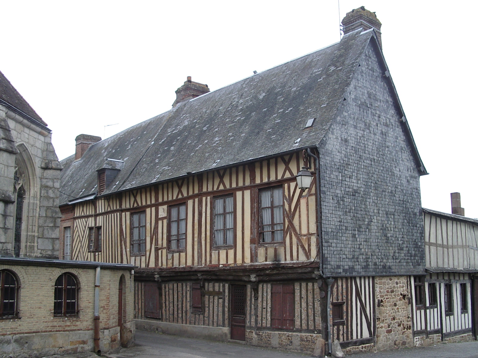 File:Broglie-Maison ancienne.jpg - Wikimedia Commons