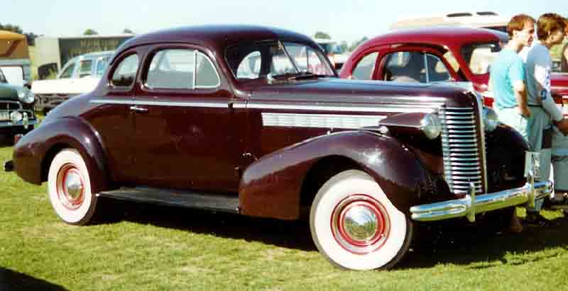 File buick coupe wikimedia commons for 1938 oldsmobile 2 door sedan