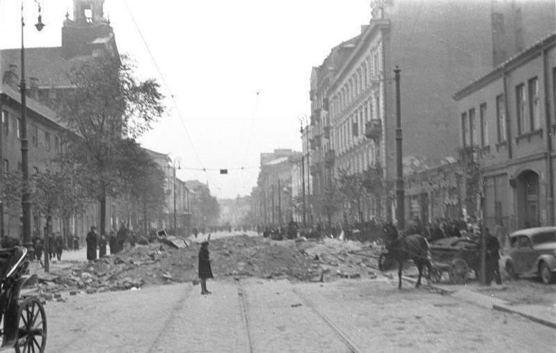 http://upload.wikimedia.org/wikipedia/commons/2/29/Bundesarchiv_Bild_101I-001-0285-06A%2C_Warschau%2C_Stra%C3%9Fenszene.jpg