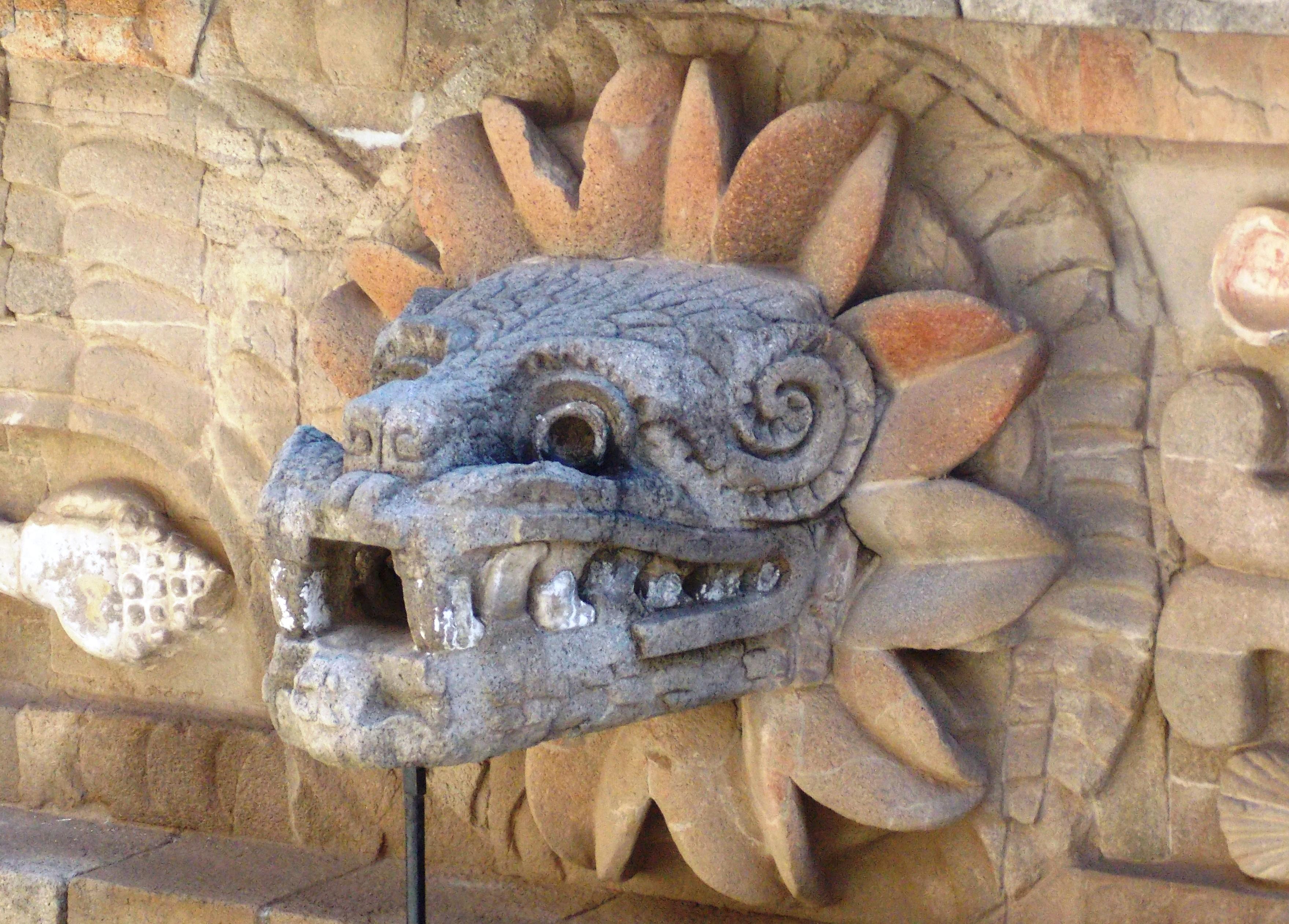 File:Cabeza de Quetzalcoatl.JPG - Wikimedia Commons  File:Cabeza de ...