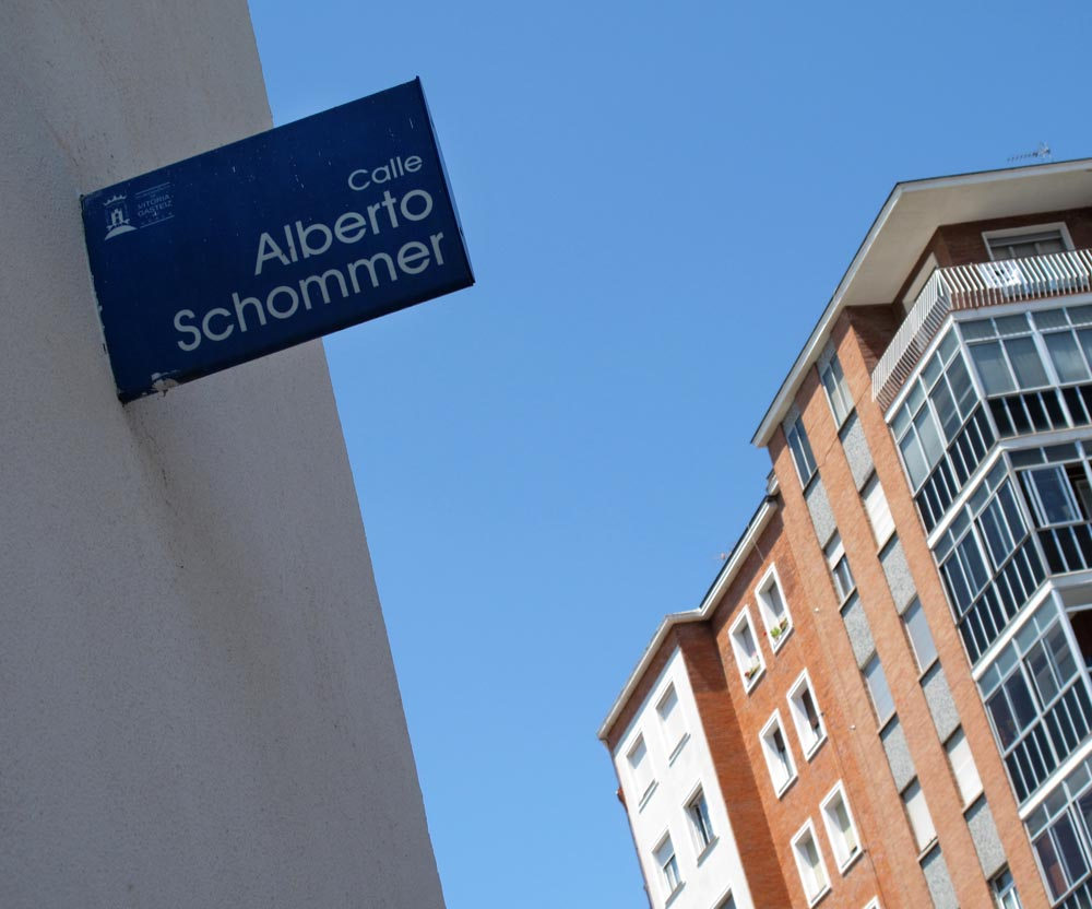 A street named in honor of Schommer in his hometown of Vitoria