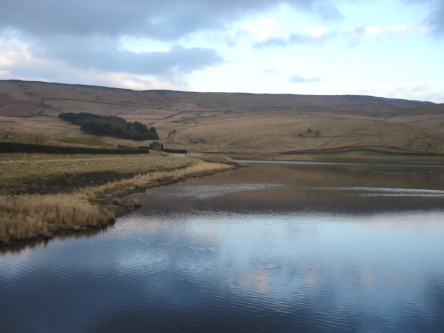 Castleshaw Top Reservoir and Standedge - geograph.org.uk - 332329