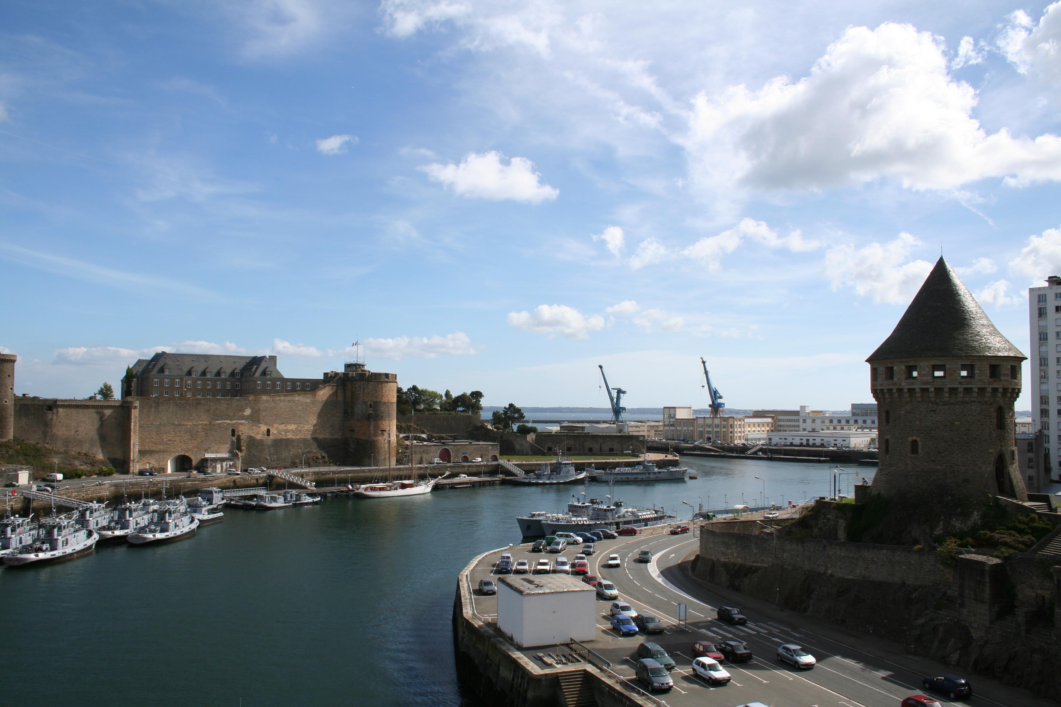 File chateau de brest et tour wikimedia commons for Disegni di casa chateau francese