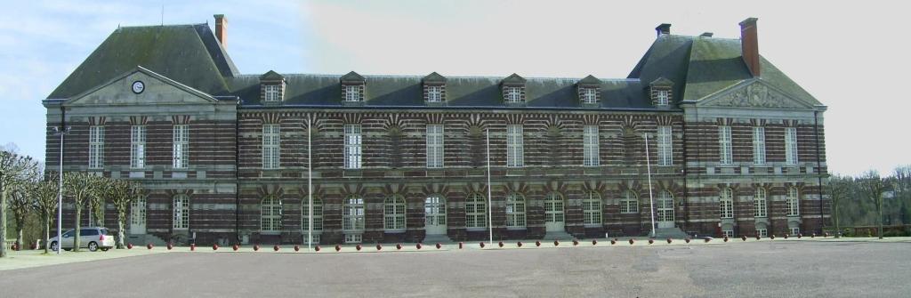 Chateau et mairie de Torigni sur Vire, commune du département de La Manche, Normandie, France