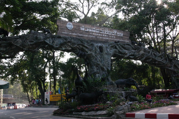 File:Chiangmai-zoo01.jpg