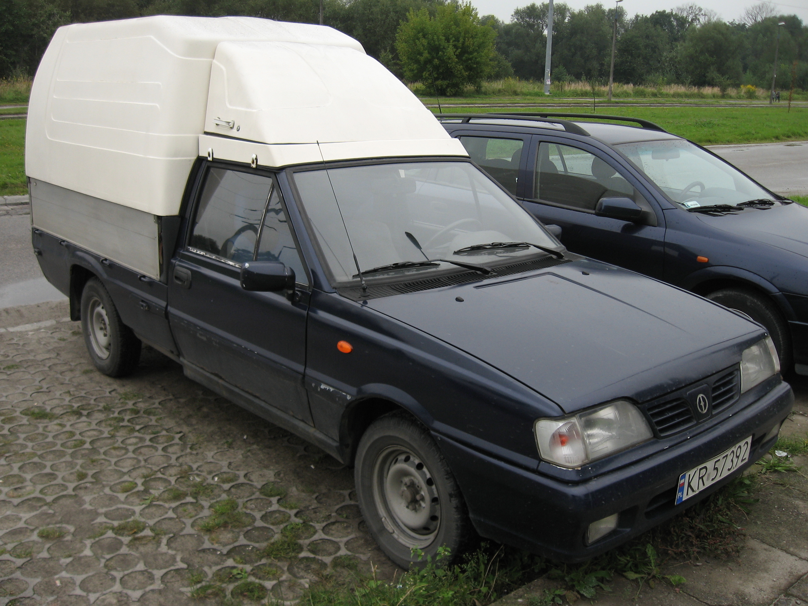 File Daewoo Fso Polonez Truck Plus St 1 9 D On A Parking Lot In