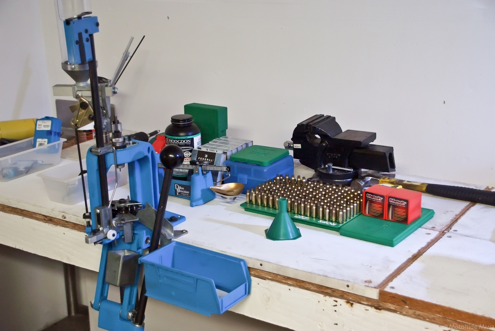 File:Dillon RL 550B Reloading Station jpg - Wikimedia Commons