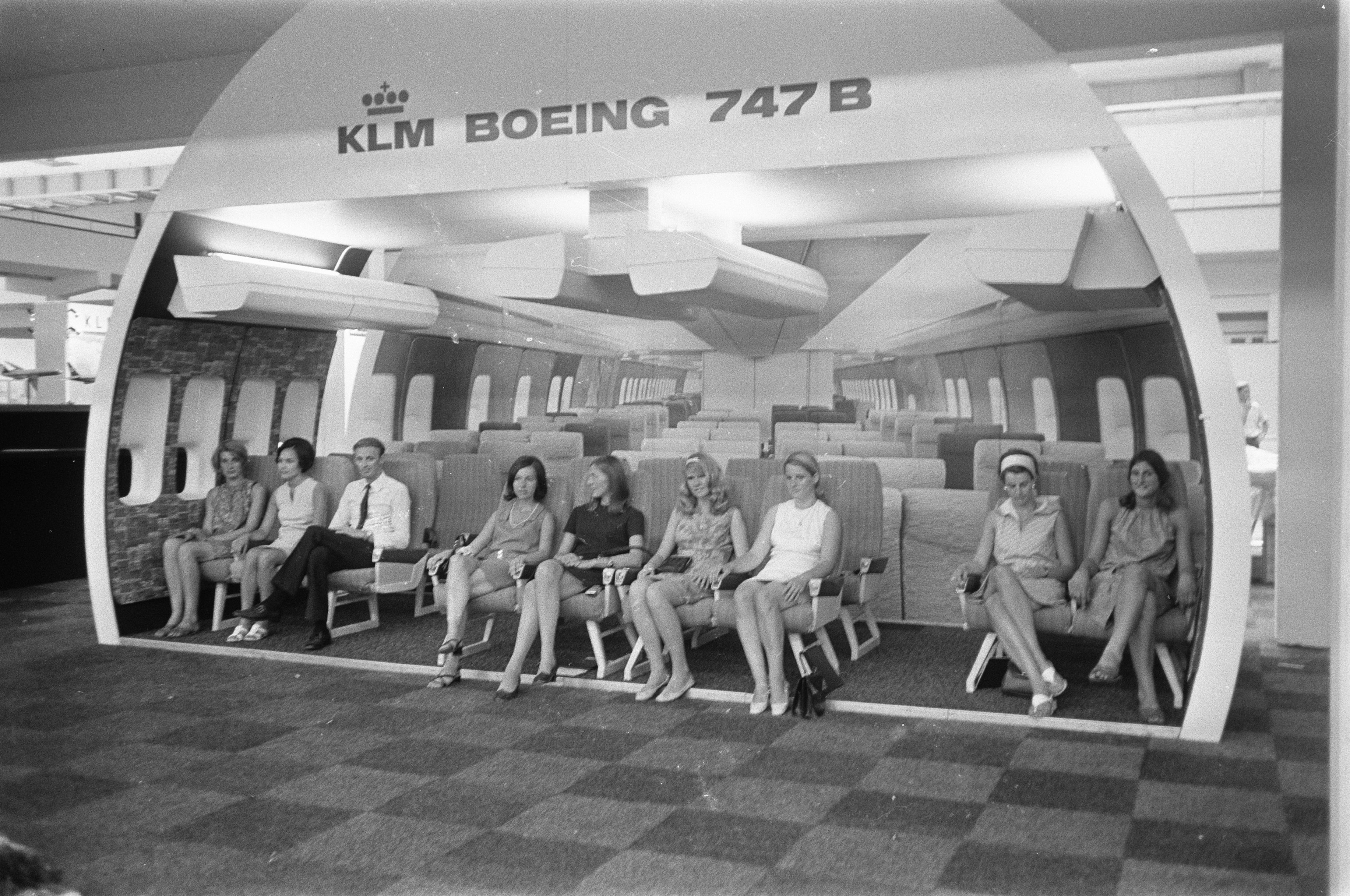 File:een model van het interieur van een boeing jumbo jet