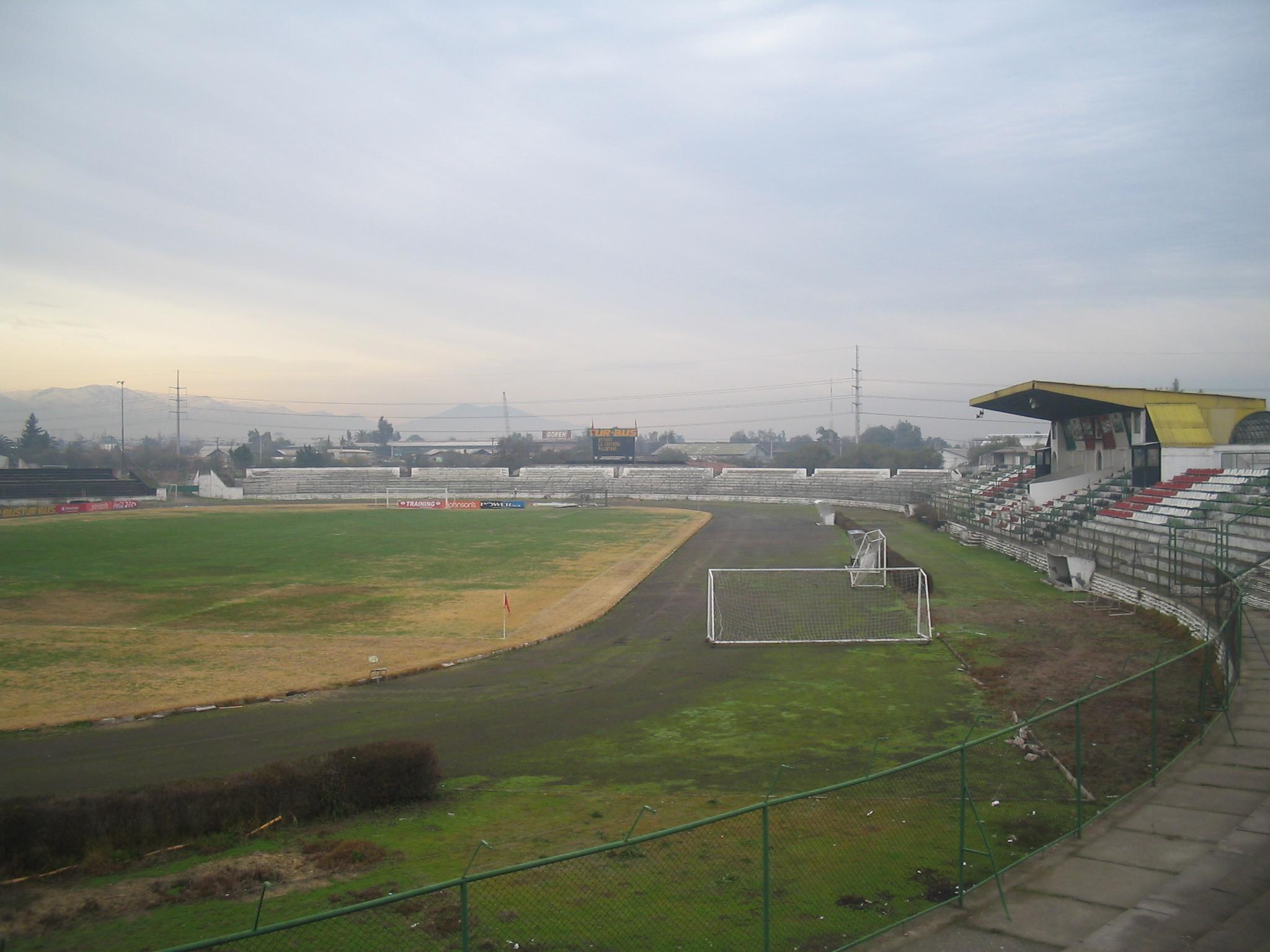 http://upload.wikimedia.org/wikipedia/commons/2/29/EstadioMunicipaldeLaCisterna.jpg