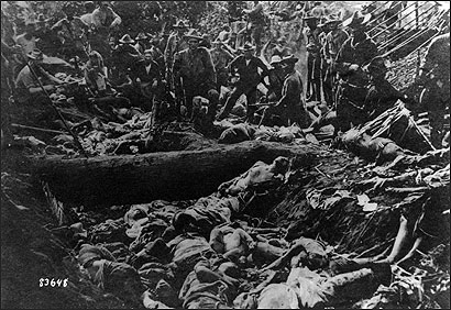 A picture showing the Moro crater massacre. FirstBattleofBudDajo.jpg