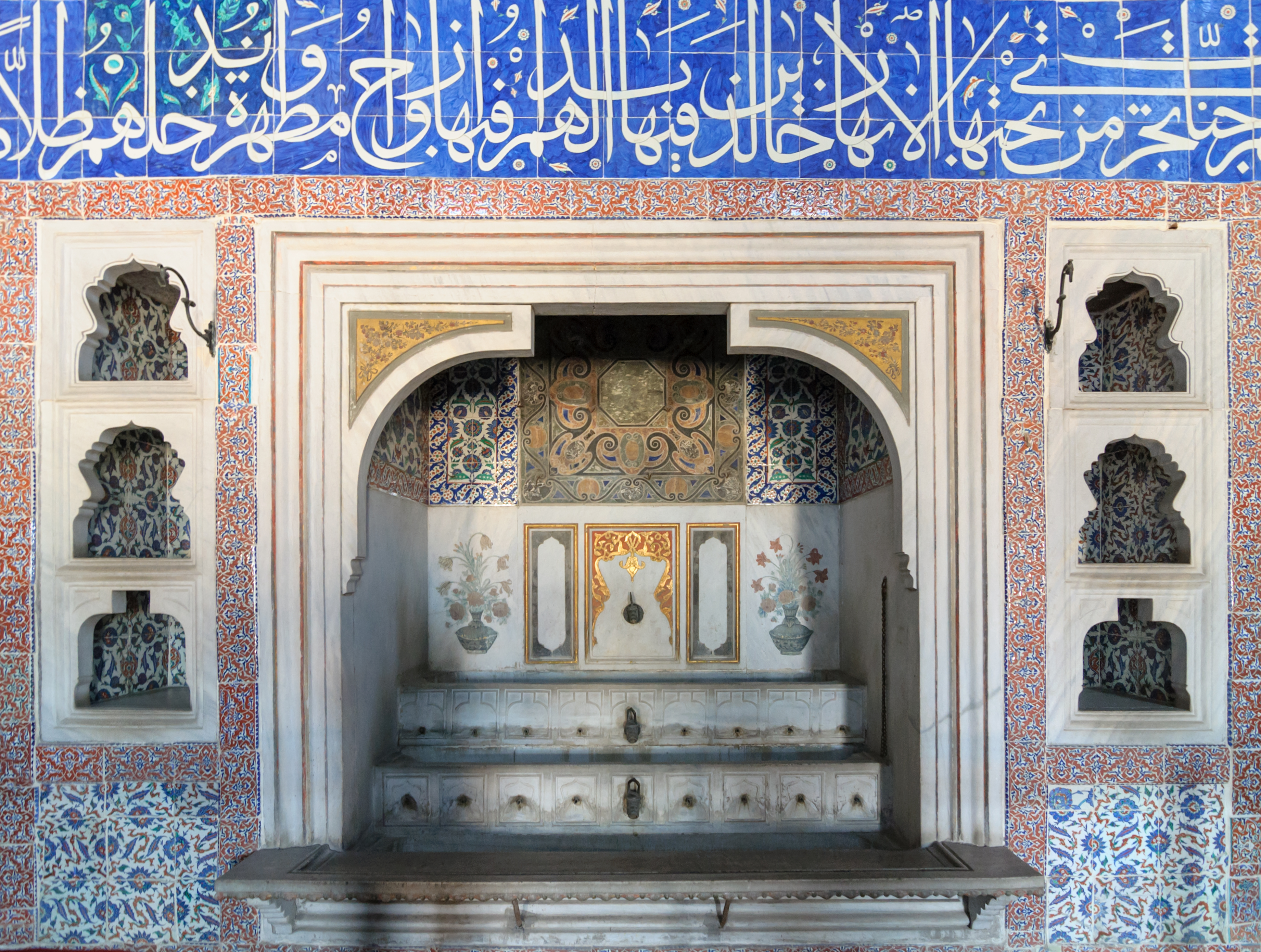 Fichier:Fontaine chambre Murad III harem palais Topkapi.jpg — Wikipédia