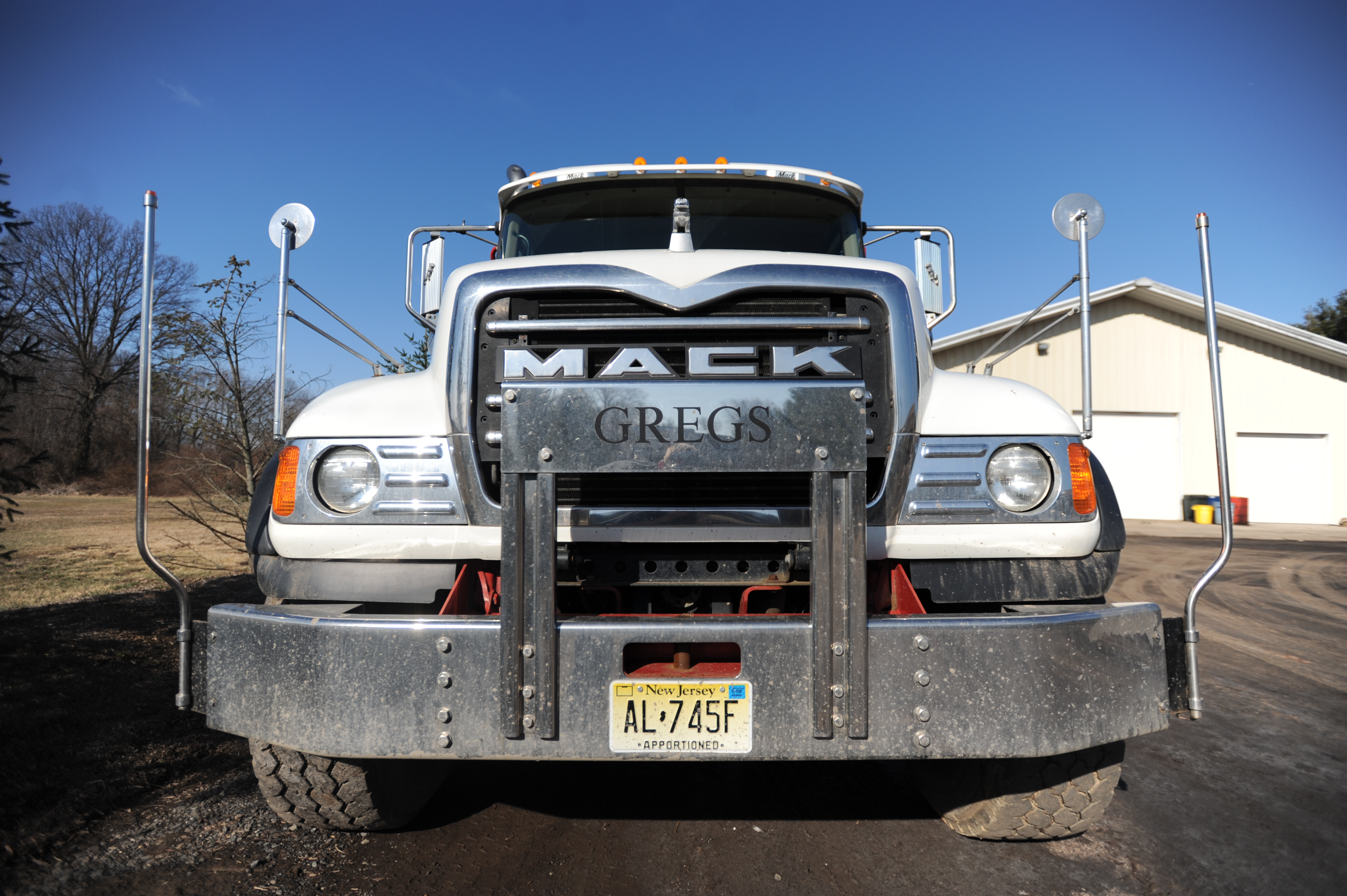 File:Front view of a MACK truck.jpg - Wikimedia Commons