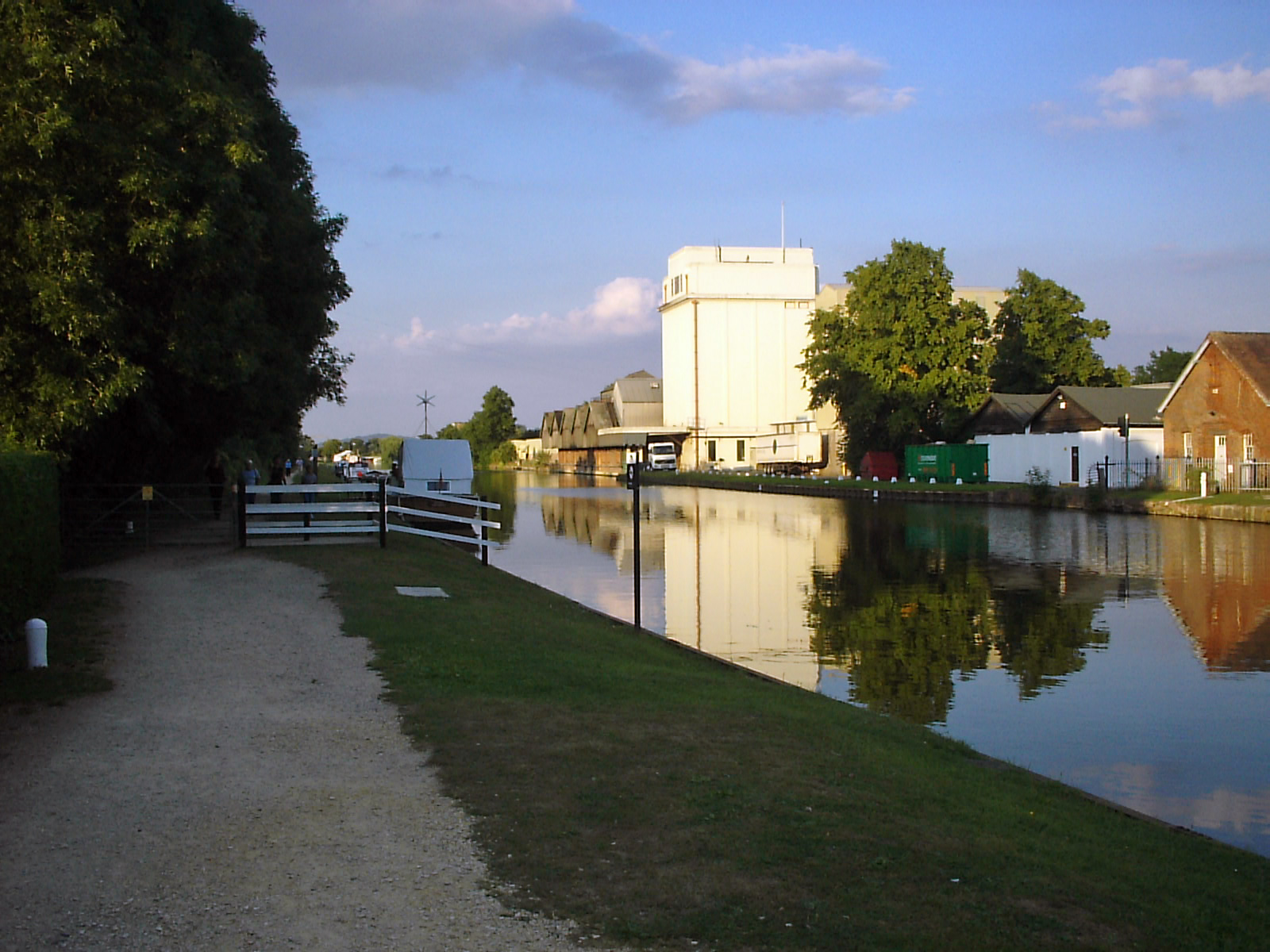 GandS Canal and former Cadbury's factory - geograph.org.uk - 103806