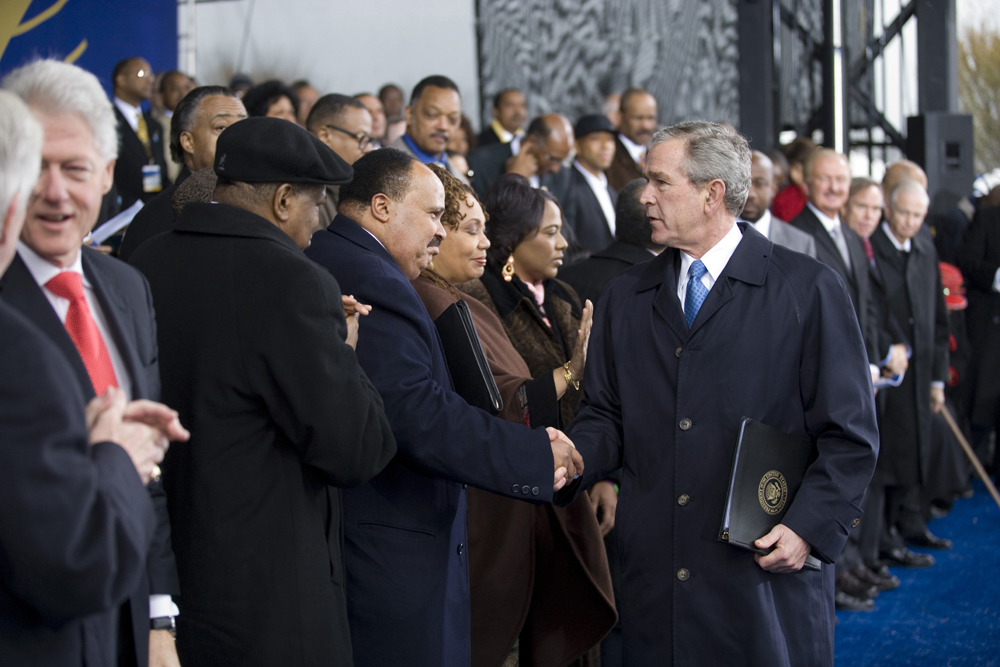 File George W Bush Greets Martin Luther King Iii Jpg Wikimedia Commons
