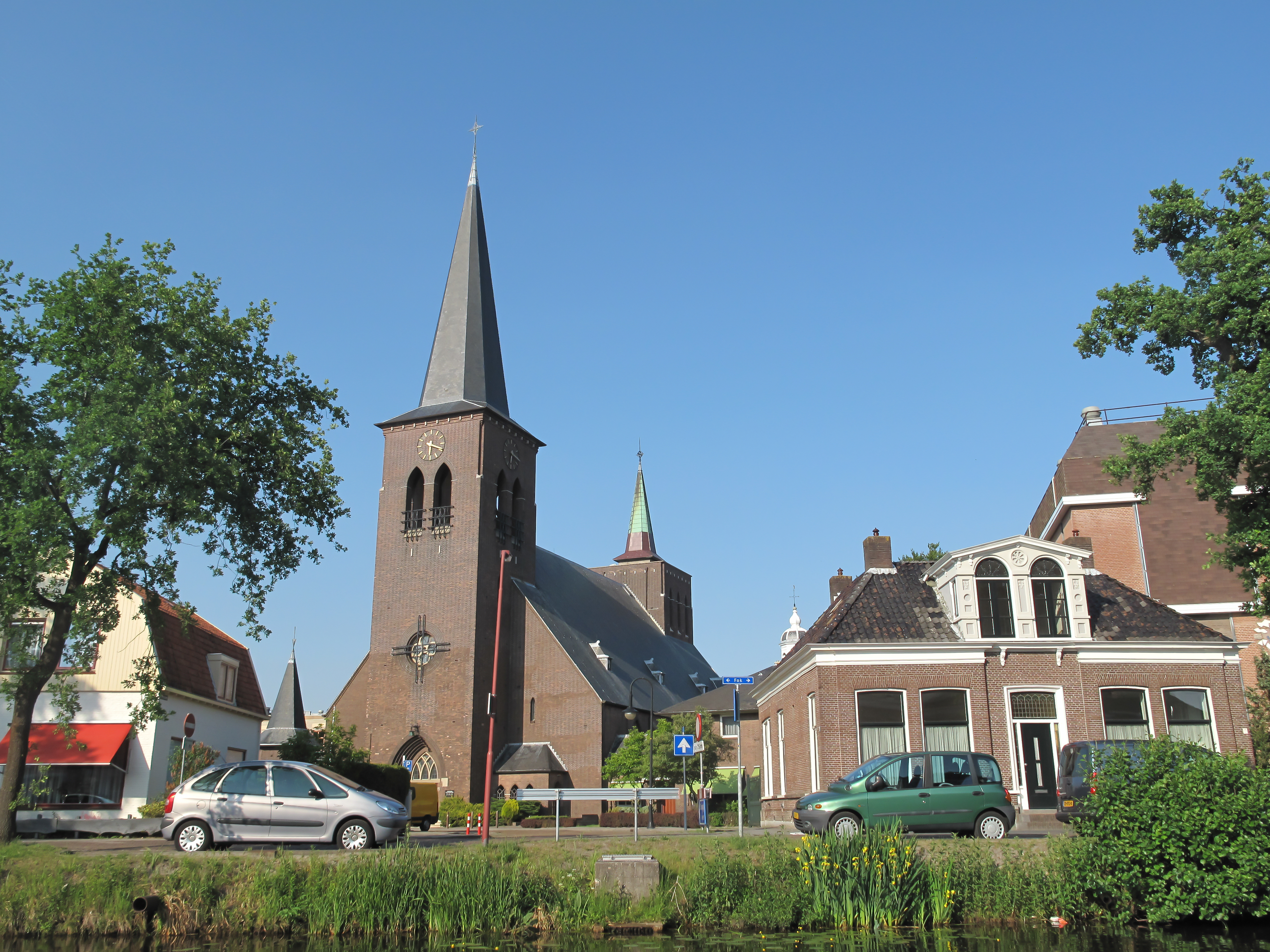 heerenveen, kerk in straatzicht foto1 2011-05-21 18.18.jpg