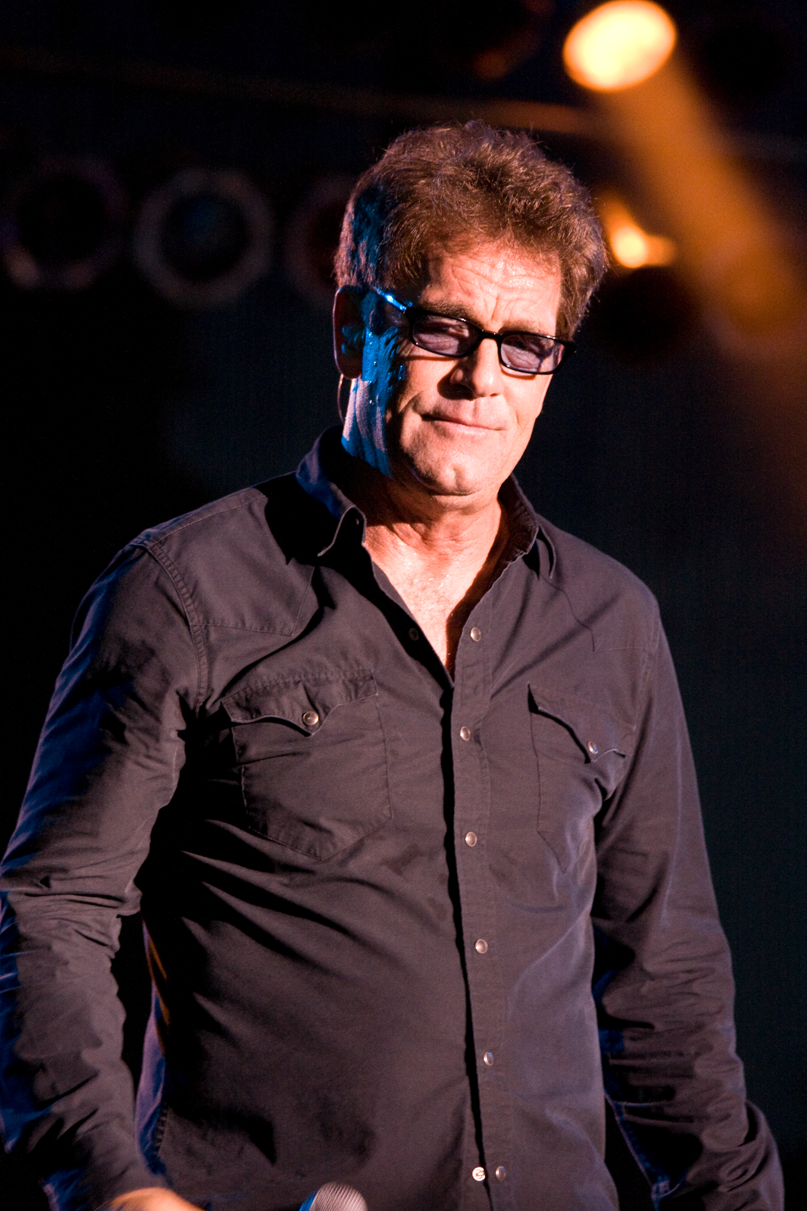 how tall is huey lewis