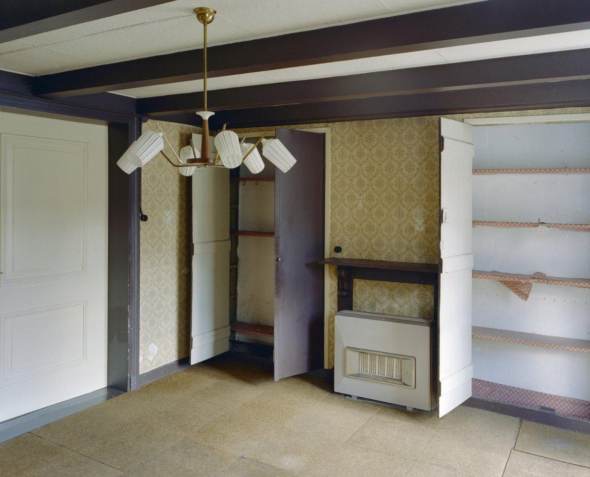 File interieur kamer linksachter overzicht met wandkasten for Kamer interieur