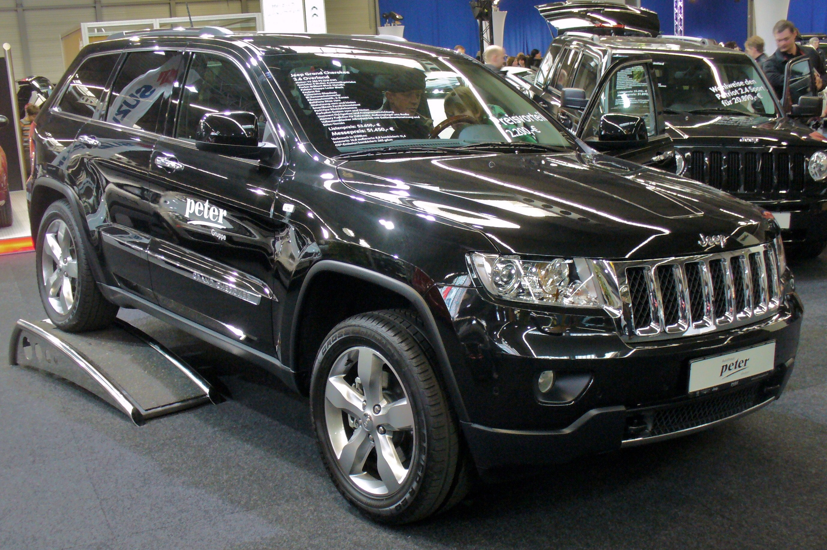 File Jeep Grand Cherokee 2011 Jpg Wikimedia Commons