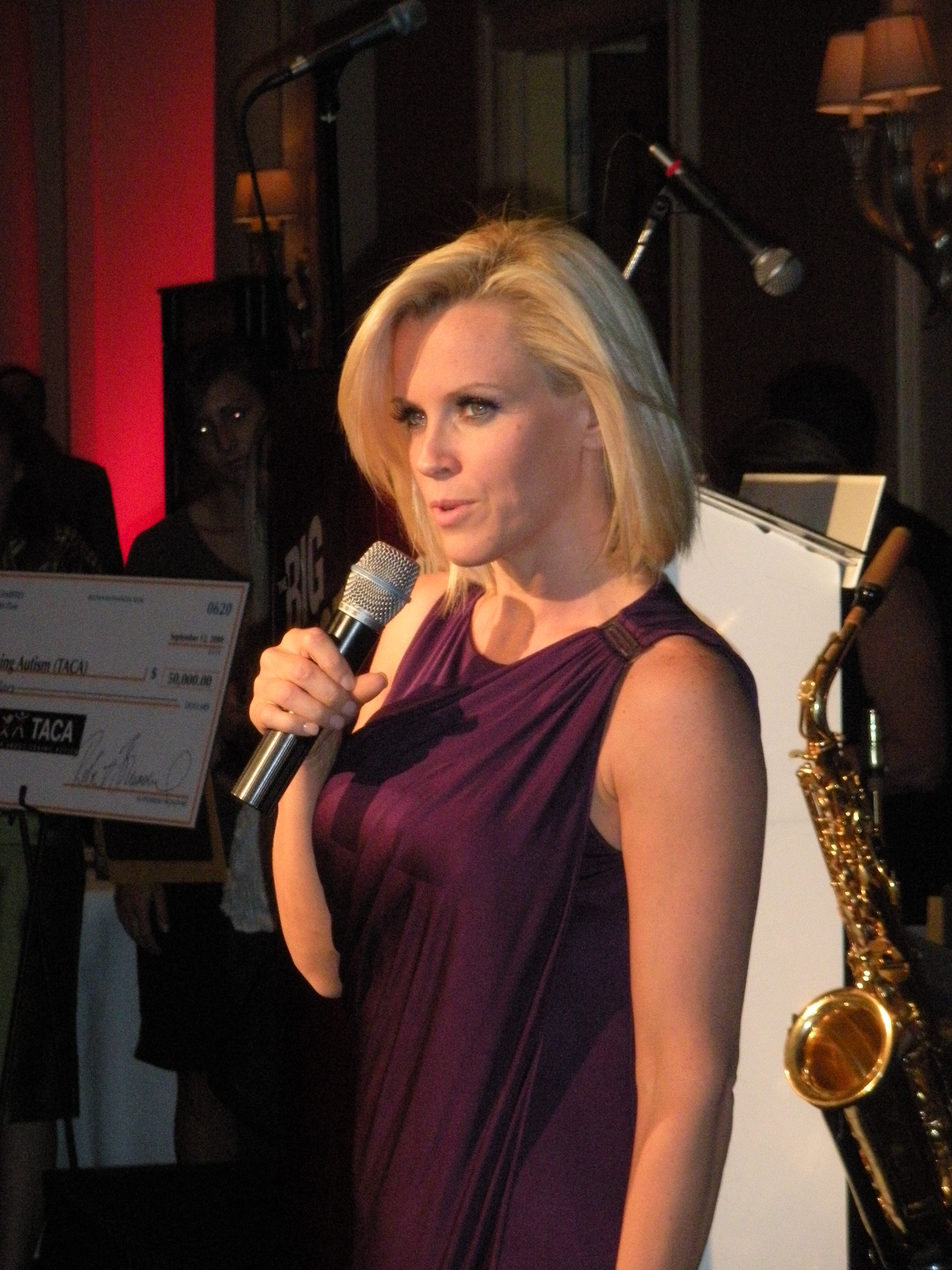 Description Jenny McCarthy Addresses Audience.jpg