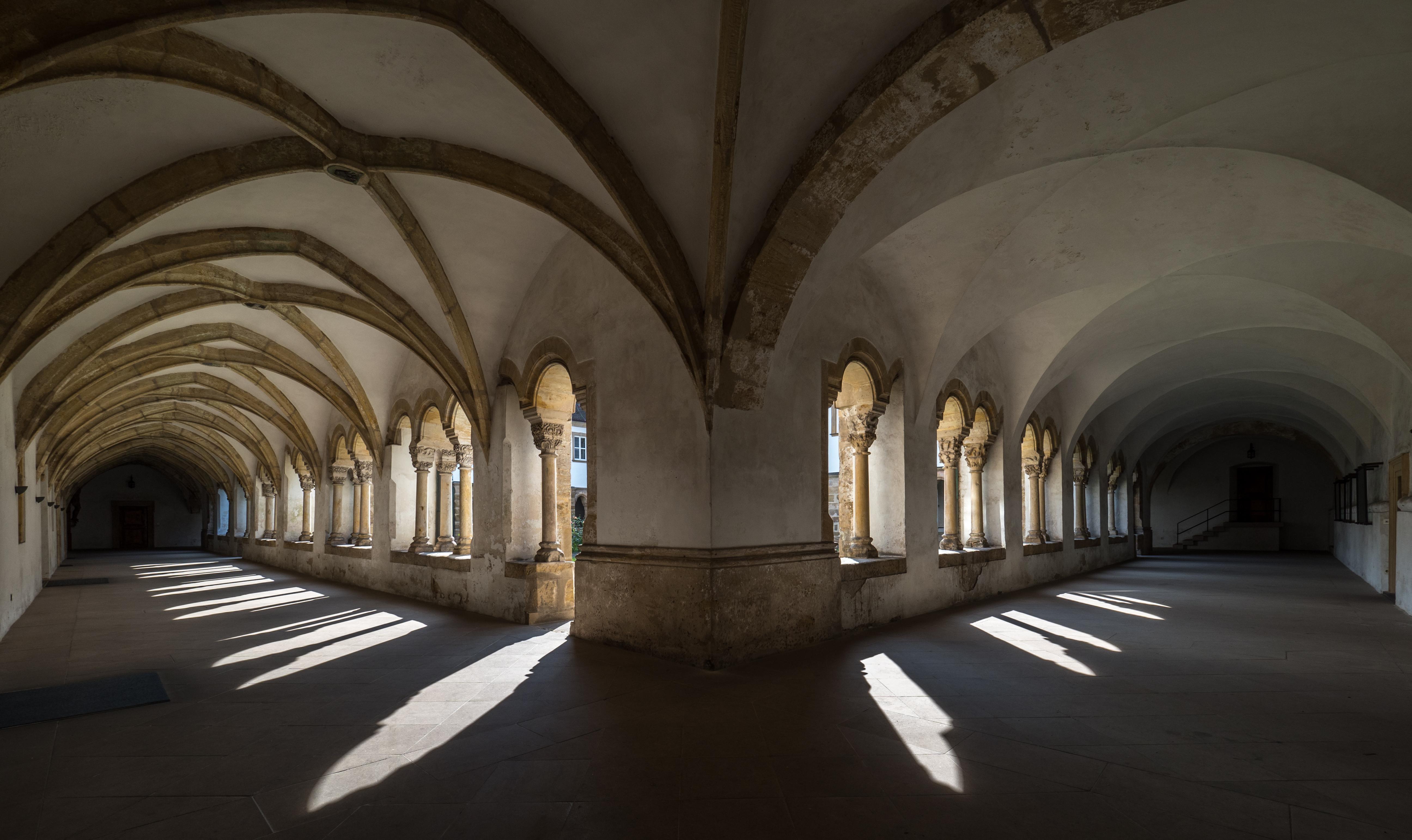 Karmelitenkloster bamberg Kreuzgang 9244355.jpg