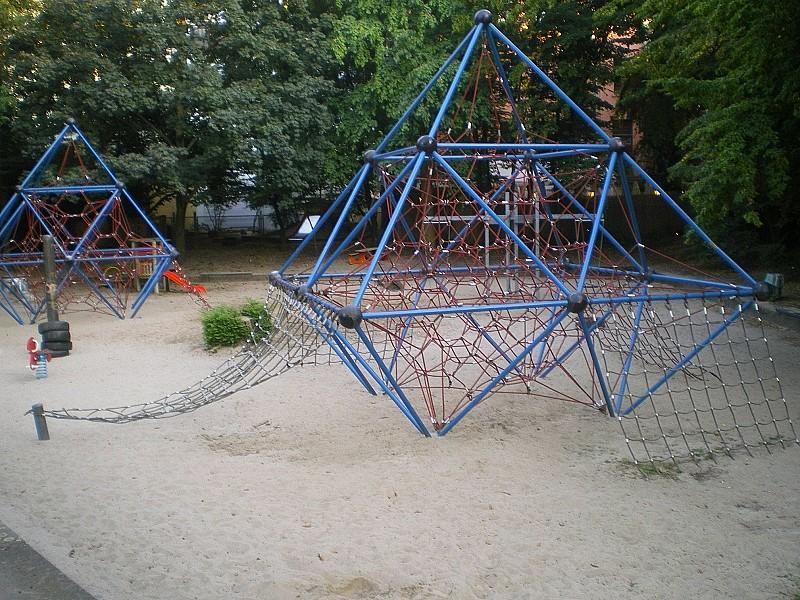 Klettergerüst Spielplatz : Datei klettergerüst kinderspielplatz g u wikipedia