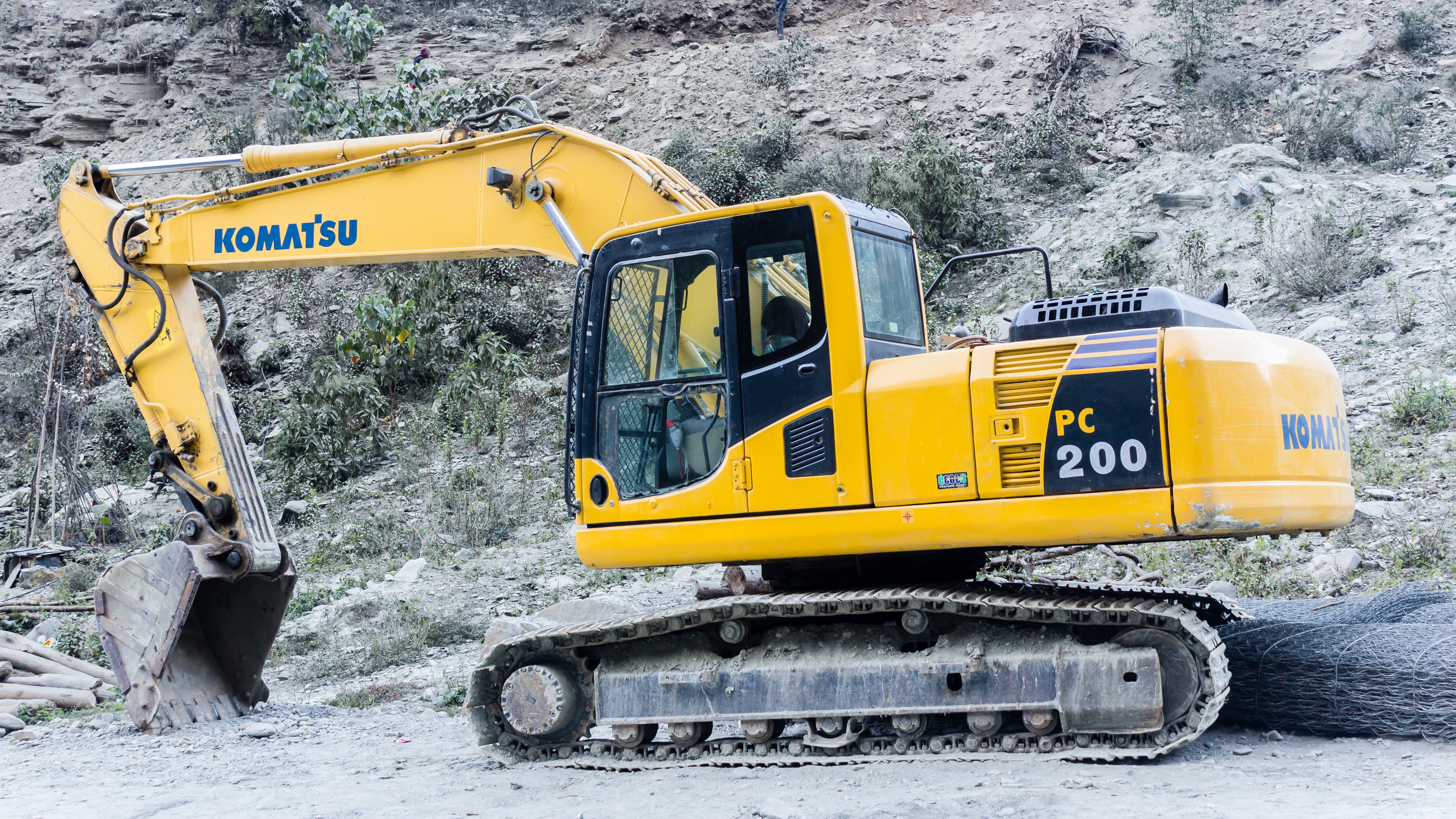 File:Komatsu PC200-8 Hydraulic Excavator -Rakhu Bhagawati