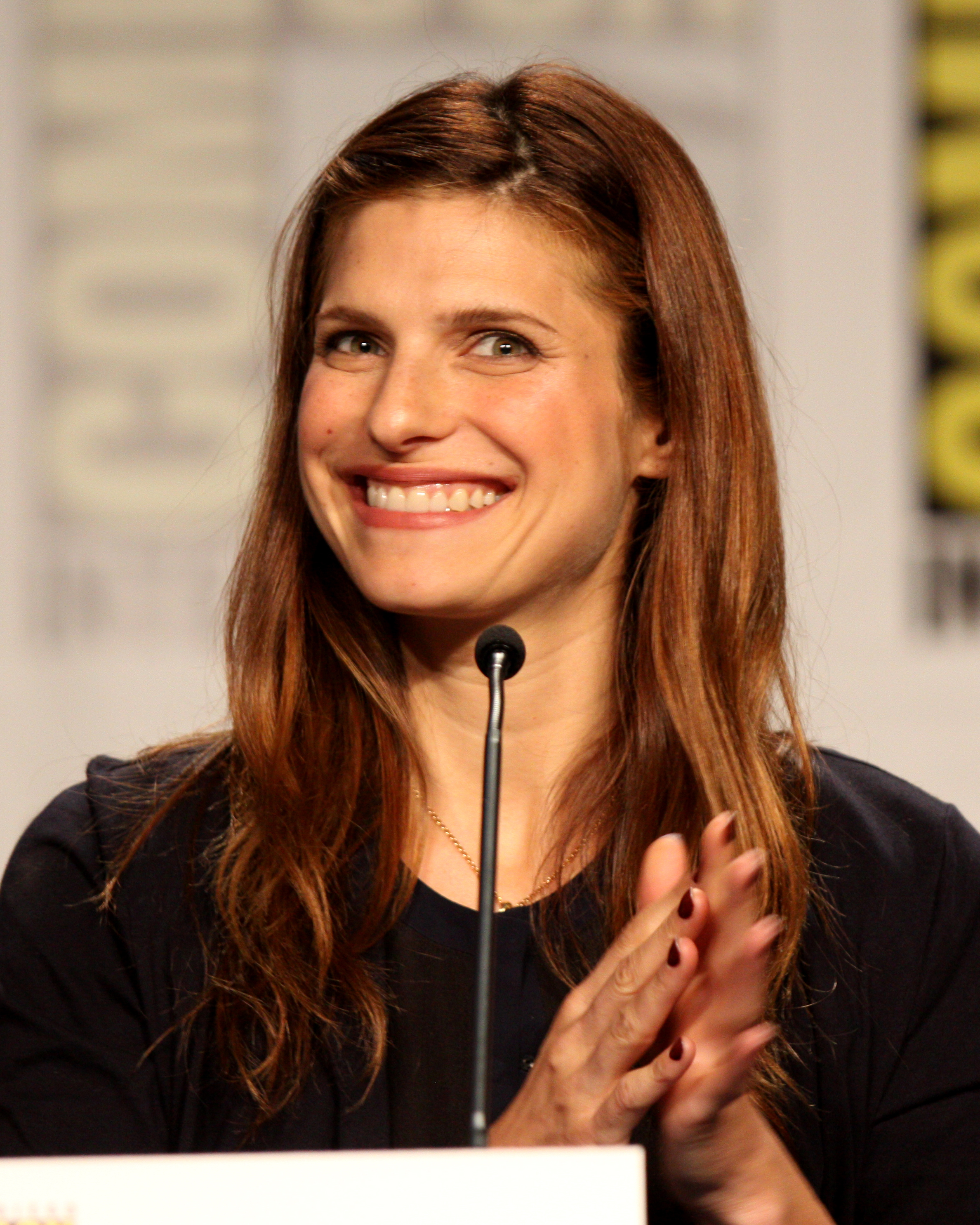 The 38-year old daughter of father Harvey Siegel and mother  Robin Bell, 173 cm tall Lake Bell in 2017 photo