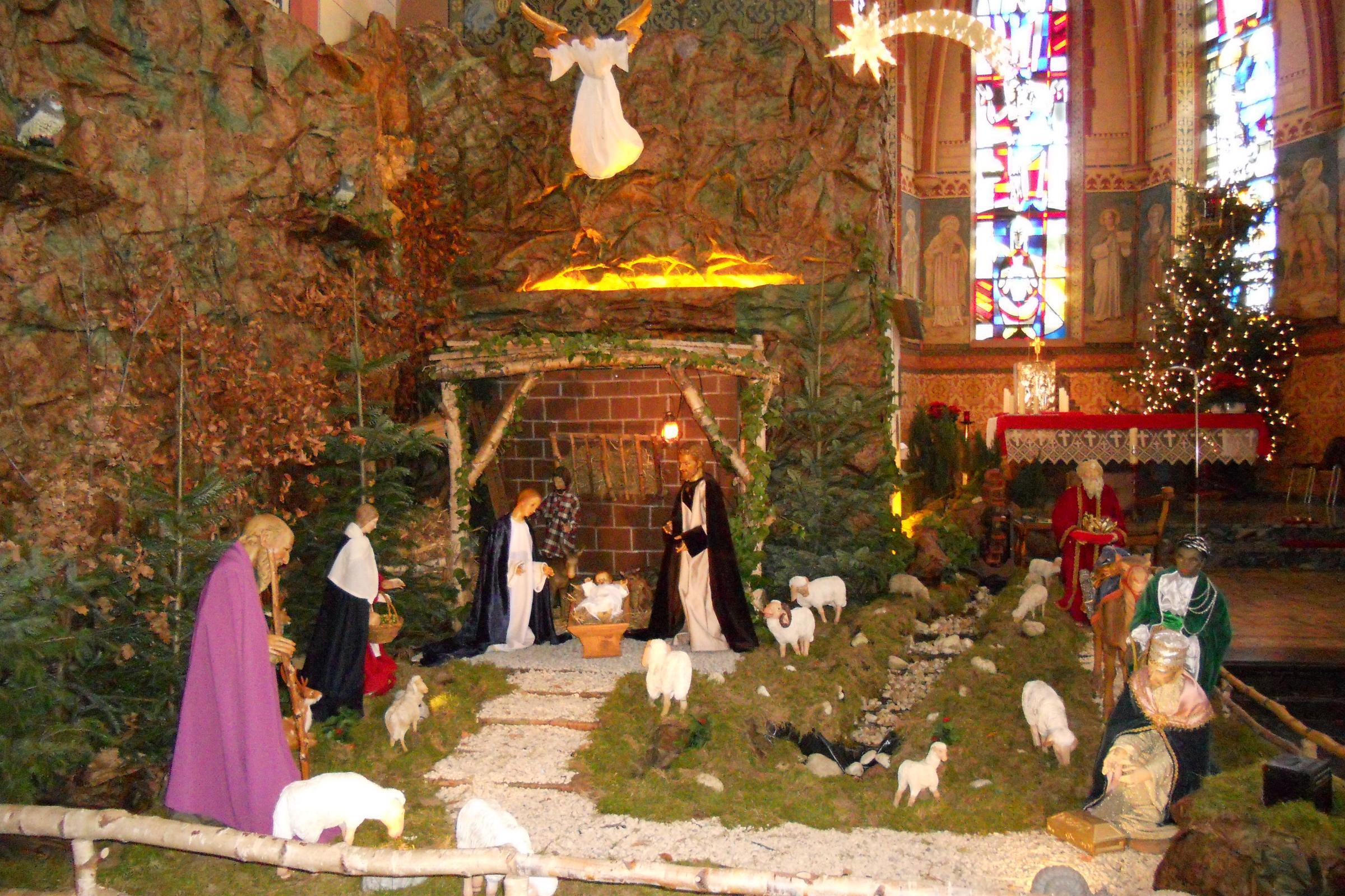 Santons et crèches de Noël  - Page 2 Langbroich_Kirche_Krippe