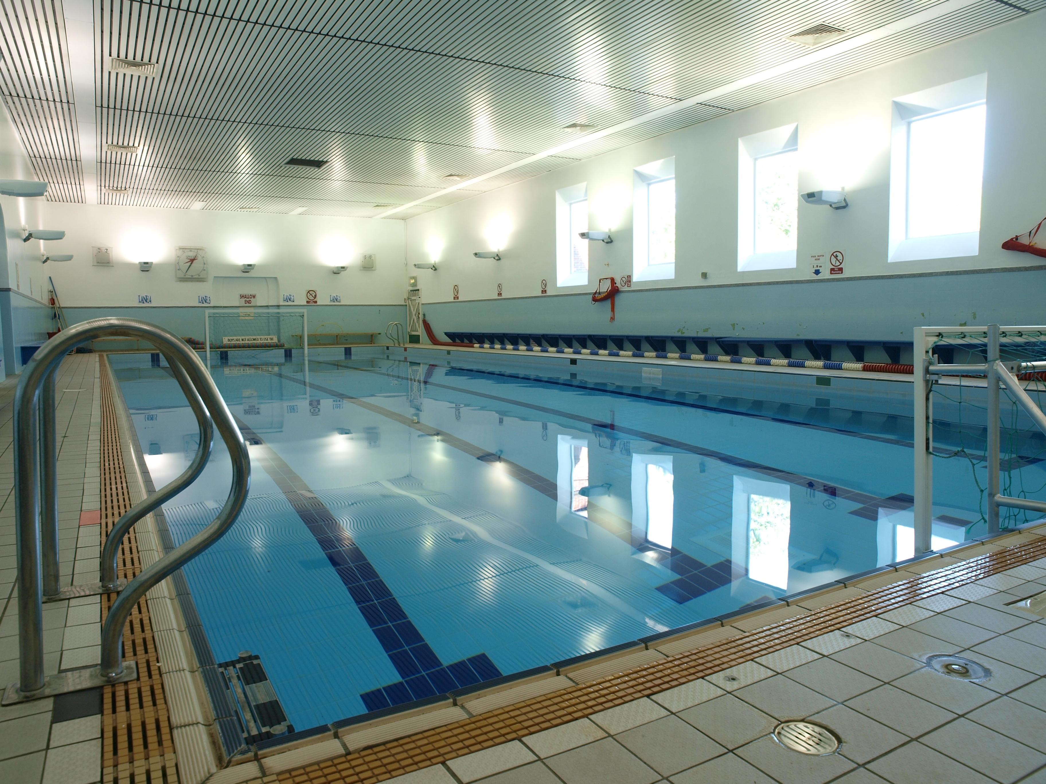 File mgs swimming wikimedia commons for Public swimming pools manchester
